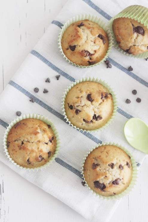 Muffin banana e gocce di cioccolato fondente I Muffin sono dei dolcetti americani adatti sia per colazione che per una pausa caffè. Noi vi proponiamo i #muffin alla banana e gocce di fondente