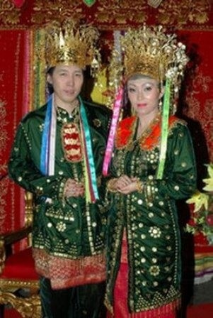 Traditional wedding costumes from Bengkulu-Sumatra - Indonesia