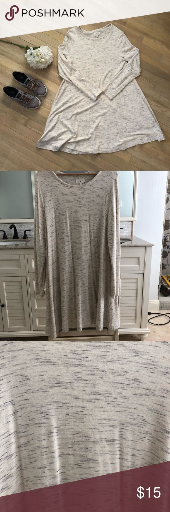 Lou & Grey Swing Dress This Lou & Grey dress is marled with Greys and whites. It is super swingy and alittle oversized. It could fit a L also even though it's a medium. It has some slight pilling in the front but other then that it's in great condition! Lou & Grey Dresses Long Sleeve