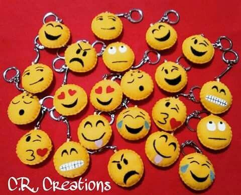 Portachiavi smile realizzati interamente a mano in pannolenci #portachiavi #keychain #smile #handmade #felt