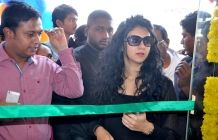 Andhra Wishesh Gallery: Kamna Jethmalani Launched Healthy Curves Slimming ...