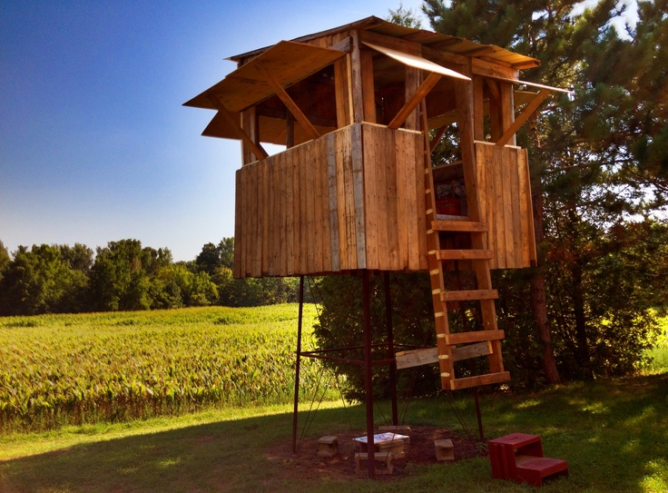 Pallet water tower fort pallet stuff pinterest for Pallet tree fort