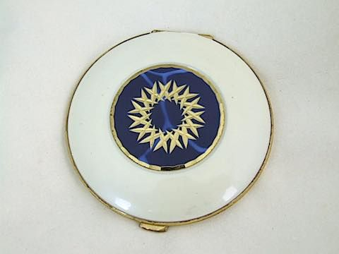 1930's Cream and Blue Enamel Compact. German?  Inside is a mirror to the lid with no puff or mesh. It measures approx. 3 inches (7.5cm) in diameter.