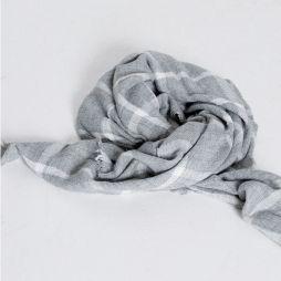 10 objets pour un automne tout en douceur - Echarpe à carreaux Pull & Bear