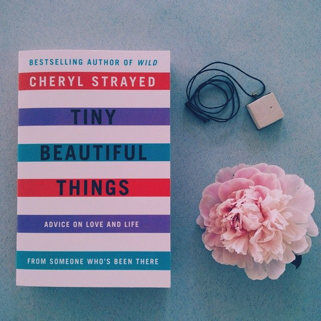 @ okian. ro Everyday across world, people go through the full and glorious gamut of life 0 but sometimes, a little advice is needed. Tiny Beautiful Things, de Cheryl Strayed (Instagram) #bookworm #reading #decitit #instabooks #bookish #peonies #beautiful
