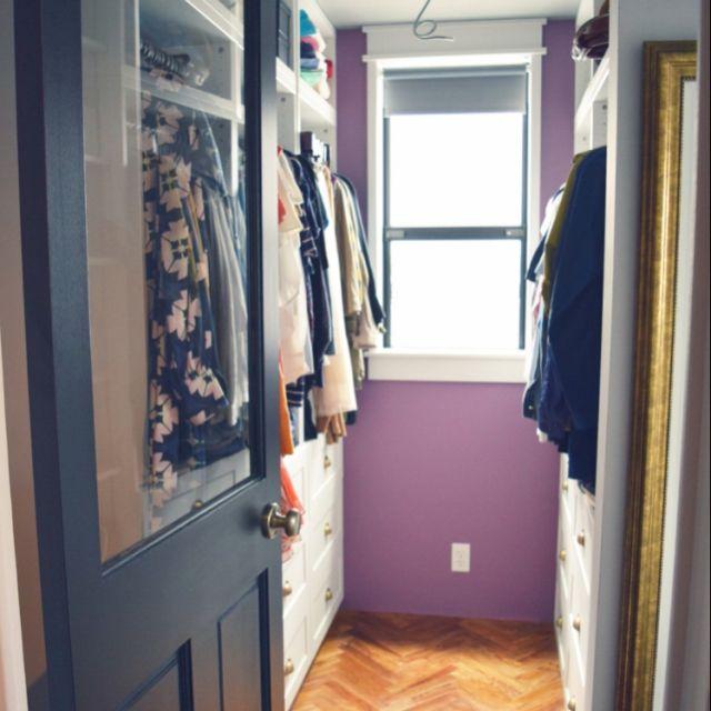 mareenさんの、見せる収納,ブログに詳細あります♪,窓枠ケーシング,NYのアパートメント,ペンキ塗り壁,ウォークインクローゼット,IKEA,収納棚,棚,のお部屋写真