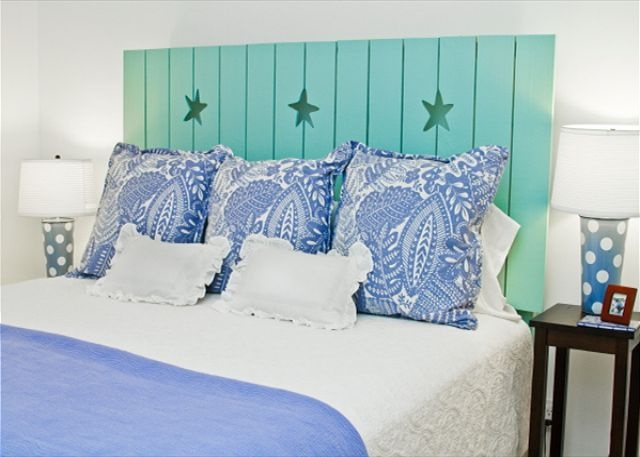 another great, easy beachy bedroom.