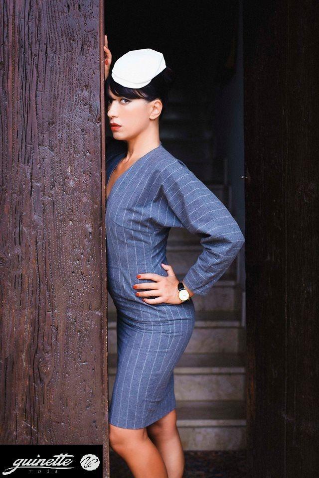 """Le donne """"BLEND DI BORGHESI"""" sono le dandy made in Sicily: intellettuali, snob. Un punto di incontro fra lo stile chic e la trasgressione, fra il protagonismo e l'understatement. Per la donna dandy blend di borghesi è di fondamentale importanza, al limite della sacralità, indossare l'accessorio """"VASA VASA"""" new siculy cup, il copricapo che conferisce carattere e identità al suo stile intellettuale."""