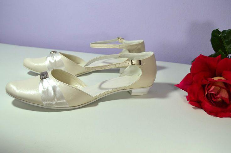 Ivory svatební boty na nízkém podpatku. K-styl. svatební boty, svatební obuv, svadobné topánky, svadobná obuv, obuv na mieru, topánky podľa vlastného návrhu, pohodlné svatební boty, svatební lodičky, svatební boty na nízkém podpatku, nude boty, boty v telové barvě, svatební boty na nízkém podpatku, balerínky, pohodlné svatební boty, topánky vo farbe nude,