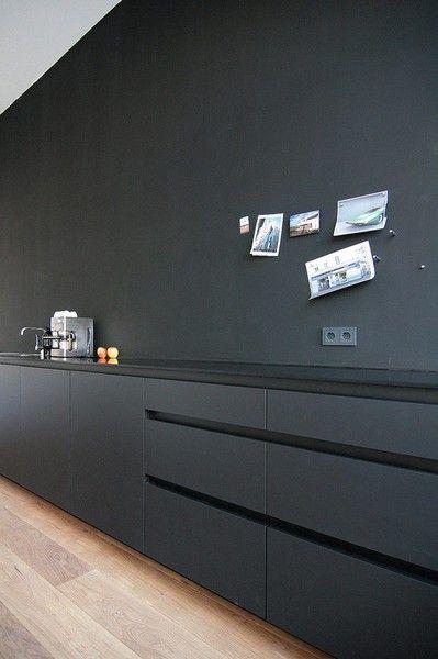 Wow dit is eigenlijk geen keuken meer, maar eerder een mooi wandmeubel:-)