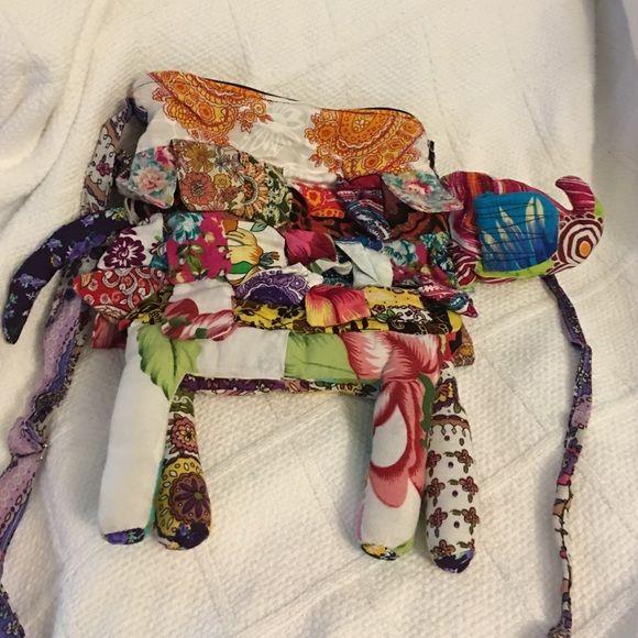 Fun elephant bag! Zipper is broken Bags Satchels