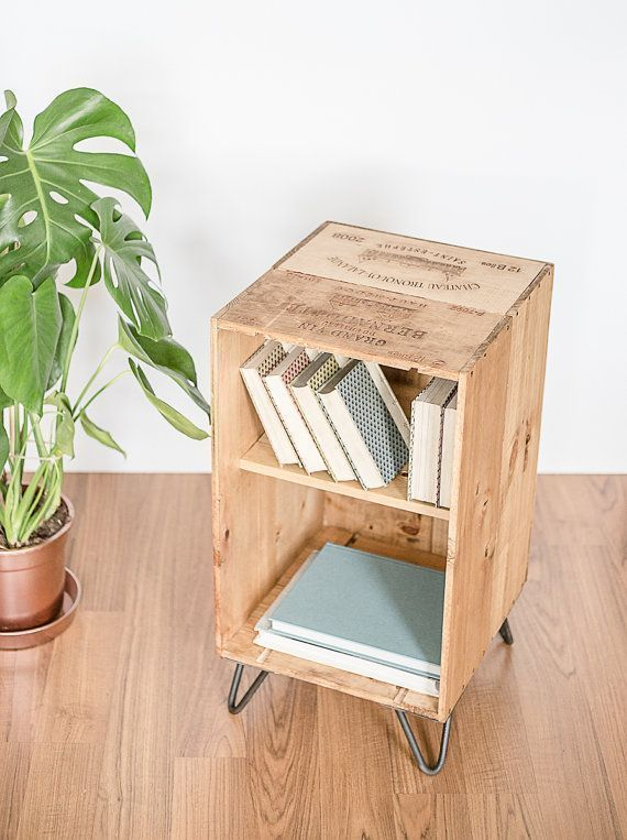 Weinkiste Schrank Nachttisch Aus Recyceltem Holz Mit Cou Holz Mobel Zum Selbermachen Couchtisch Diy Diy Wohnzimmer Mobel