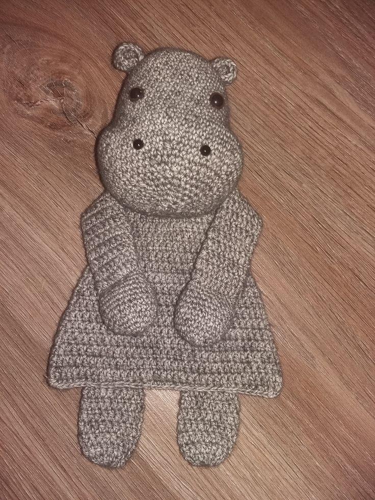 Vanuit het boek van Sascha Blase-Van Wagtendonk; Gehaakte lappenpoppen te koop via bol.com, heb ik dit nijlpaardje gemaakt.