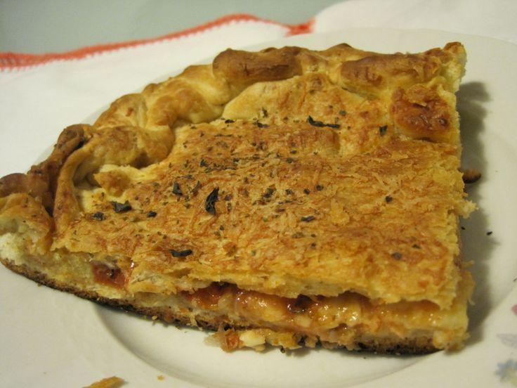 Il cuddiruni è un tipo di pizza imbottita caratteristico di alcuni centri della provincia di Agrigento e sconosciuto altrove. A Palermo, per esempio