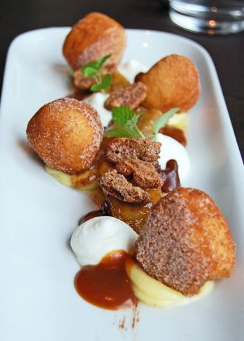 beignets plated desserts - Google Search THIS LOOKS DELISH VANILLA PUDDING & WHIPPED CREAM ?