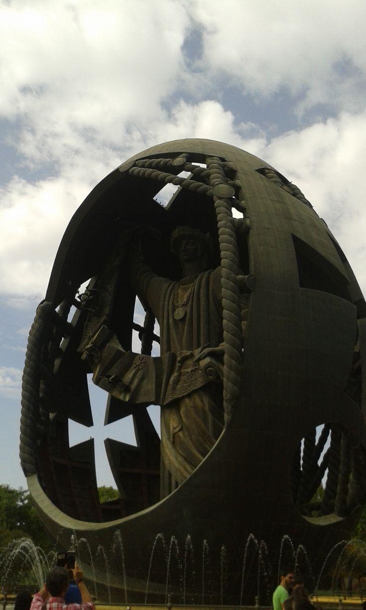 Parque de San Jerónimo. Sevilla. El huevo de Colón. fotografía chio noguera glez.