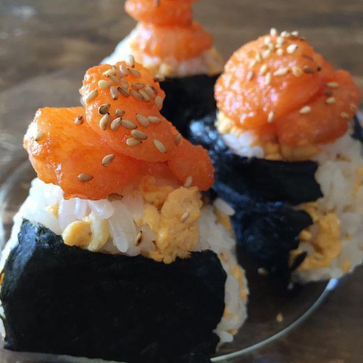 えびマヨたまごの酢飯おにぎり Onigiri with ebi mayo and eggs #yummy #homemade #healthy #onigiri #sushi #shrimp #egg #おいしい #おにぎり #エビマヨ #海老マヨ #たまご #手作り