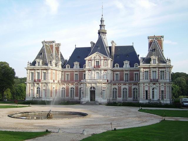 Chateau de Baronville,  photo by Daniel Manzur
