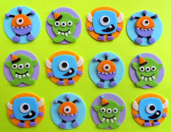 Deze aanbieding is voor 12 (leuke) geassorteerde Monster cupcake toppers gemaakt van fondant.  Deze toppers zijn hand-cut, prachtig gedetailleerd en mijn oorspronkelijke ontwerp, zodat u niet zal dat deze ergens anders zien :).  Welke maat? Ca. 2 1/4  Kan ik enge monsters bestellen of kleuren wijzigen of anders? Ja! Gewoon convo me met uw ideeën, mijn beste creaties komen uit uw aangepaste bestellingen.   *******************  BELANGRIJK: Toppers zijn op bestelling gemaakt. Plaats uw…