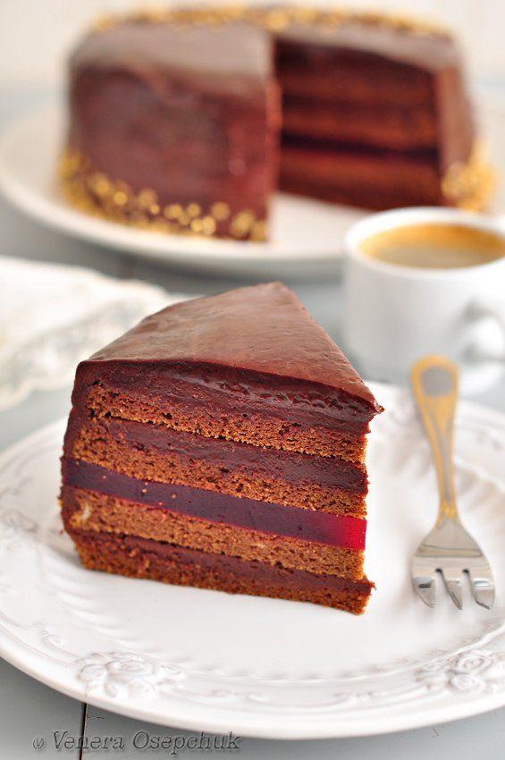 Очень вкусный насыщенный шоколадно-малиновый торт! Много шоколада и вкусная прослойка из малинового мармелада (да-да, получился именно мягкий мармелад,…