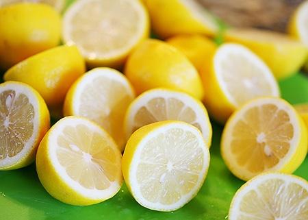 simple homemade lemonade/ via the creative mama