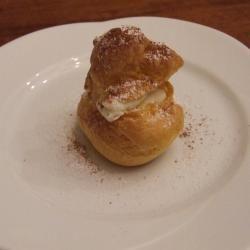 """I bignè in Sicilia si chiamano """"sciù"""". Non perdetevi quelli con la crema di ricotta! Ecco la ricetta. http://allrecipes.it/ricetta/3768/sci---bign---alla-crema-di-ricotta.aspx"""