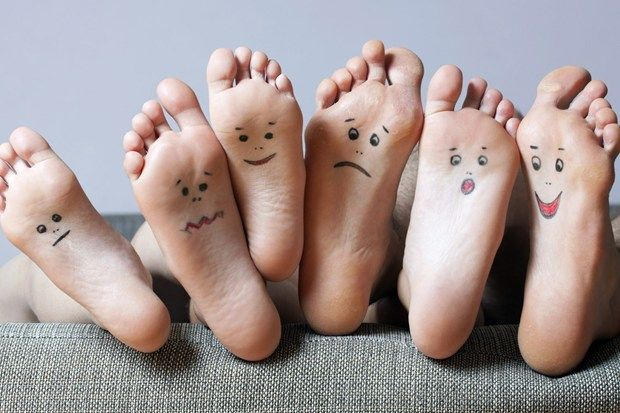 Çatlamış ve kurumuş ayaklardan kurtulmanın 5 yolu, kuru ve çatlak topuklar için ipuçları, çatlamış ve kurumuş topuk tedavisi, ayak bakımı
