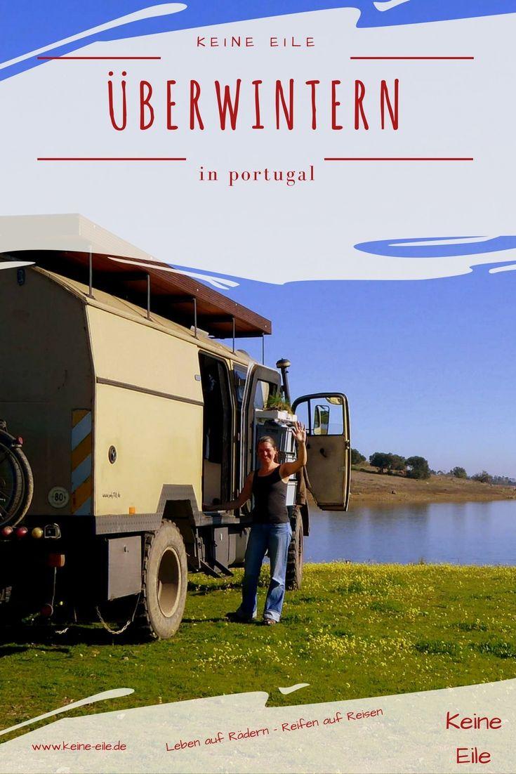 Überwintern in Portugal: Roadtrip entlang des Rio Guadiana (Teil 6) Roadtrip Tag 35 bis 40 Roadtrip-KM: 2.808 km heute gefahren: 35 km Roadtrip Tag 35 Morgens geht Lucy erst mal eine Runde schwimmen. Danach packen wir zusammen und fahren ins nahegelegene Reguengos de Monsaraz zum Einkaufen. Quer durch die sanft hügelige Landschaft geht es weiter in Richtung Süden. Wein wird angebaut. …