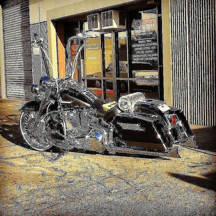 "Credit to : @long_live_the_roadking ===================== Follow & Tag ""HD Tourers and Baggers"" on Instagram Facebook Twitter & across the Web. ===================== #hdtourersandbaggers ===================== #instamotogallery #instamoto #motorcycles #harleydavidson #roadkingclassic #roadking #roadglide #streetglide #softail #showoffmyharley #harleysofinstagram #harleylife #bikelife #bikersofinstagra #bikestagram #harleyrider #harleyriders #customharley #throttlezone #harleydavidsonnation…"