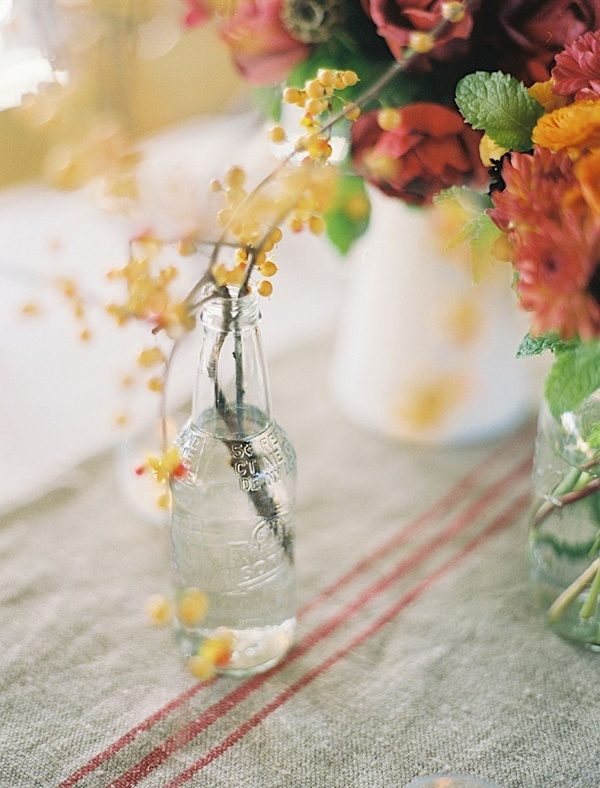 pretty: Fall Photography, Linens Gardens, Vintage Bottle, Poppies Flowers, Beautiful Flowers, Beautiful Salons, Glasses Bottle, Old Bottle, Fall Wedding Colors