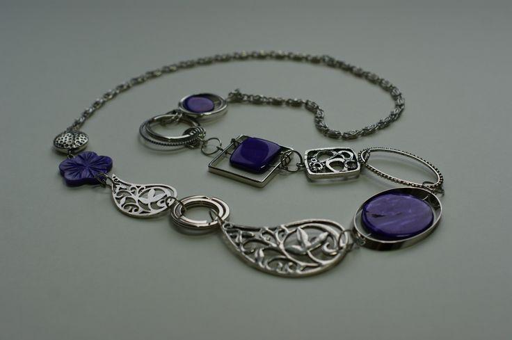 """""""Collier mi-long violet et argent"""", """"Collier mi-long asymétrique"""", """"Collier violet"""" : Collier par bijouxlibellule"""