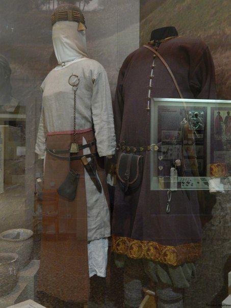 Męski i żeński kostium, Gniezdowo, X w., Muzeum Historyczne w Smoleńsku.