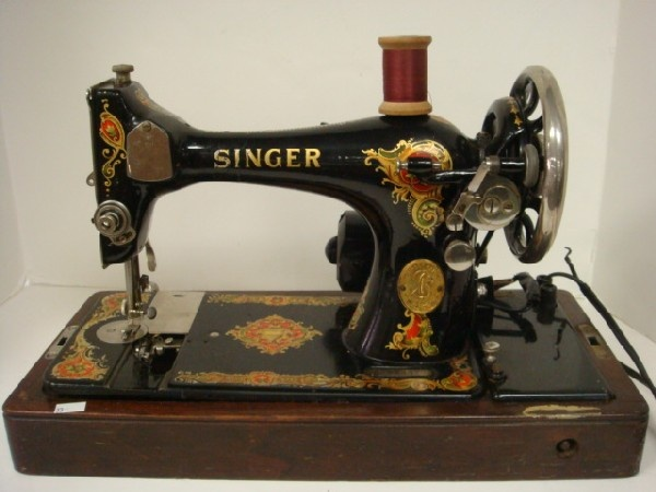 17 best images about vintage sewing machine on pinterest for Machine a coudre kohler ancienne