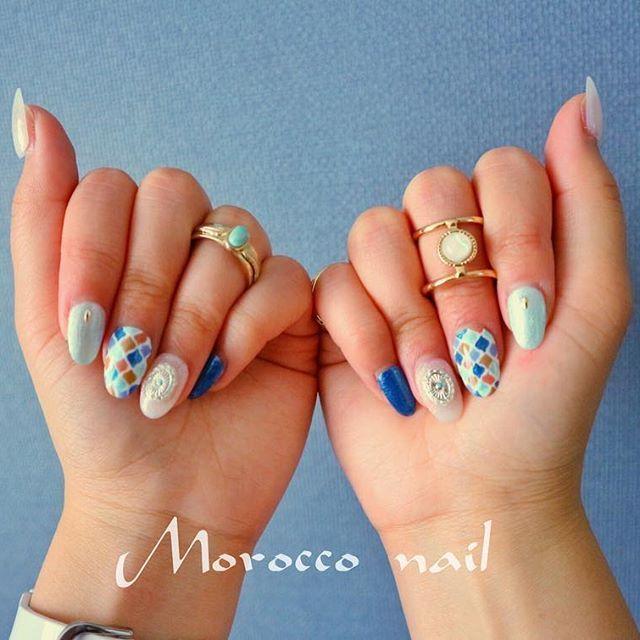 𓇼 セルフネイル💜💛 ずっとやりたかったモロッコタイル柄 まじ疲れたよ〜😂でも可愛くできた🌈 . 薬指のコンチョのパーツはセリアの💕💅 . #nail #selfnail #morocco  #モロッコ #モロッコタイル #セリア #セルフネイル #ジェルネイル