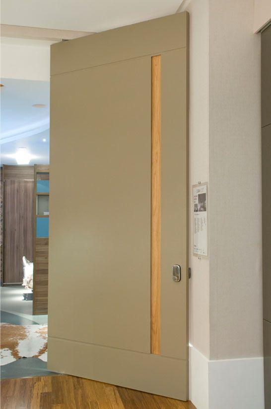 """Unimoveis® Marcenaria Fina, móveis sob medida perfeitos por anos e anos: porta especial de madeira, porta pivotante, cozinha, bancada, armário, closet e peças de projeto. Av. dos Tajurás, 125 - 05670-000 - São Paulo - SP - Tel: (11) 3097-8091 Sob Medida Porta pivotante em micro textura """"café com leite"""" com 'cava' em freijó natural."""