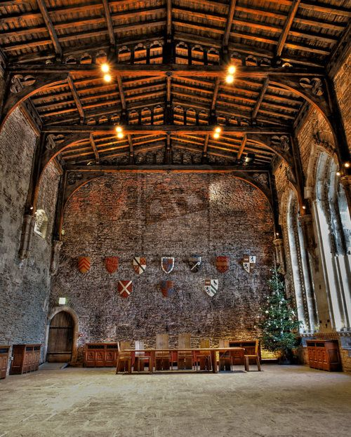 DE INRICHTING VAN HET HUIS /Great Hall, Caerphilly Castle