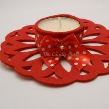 Portacandelina in feltro rosso con nastro in raso, candela alla vaniglia e alla cannella. Creato con l'aiuto di Sizzix Big Shot.