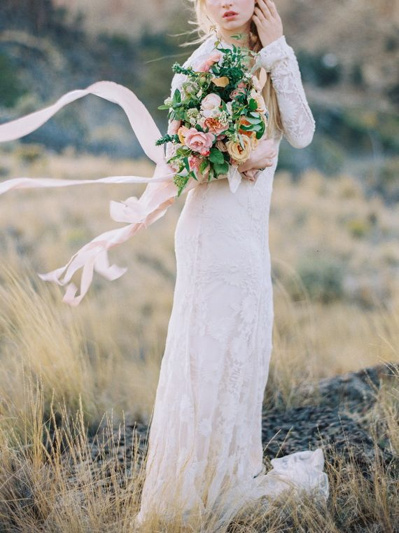 Organic, natural Oregon wedding inspiration | Photo by Shannon Von Eschen | 100 Layer Cake: