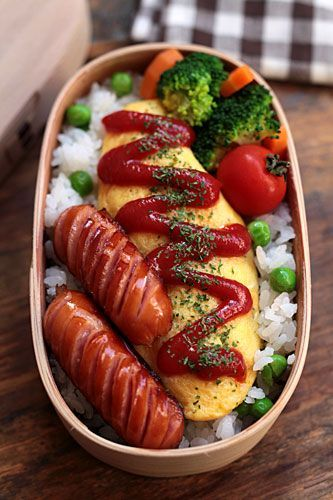 Omelet and sausages bento