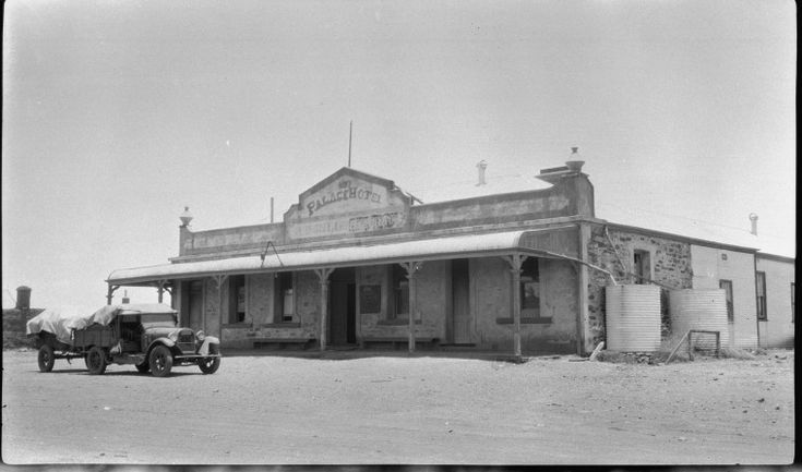 112449PD: Palace Hotel, Peak Hill, ca 1948 http://encore.slwa.wa.gov.au/iii/encore/record/C__Rb3388342?lang=eng