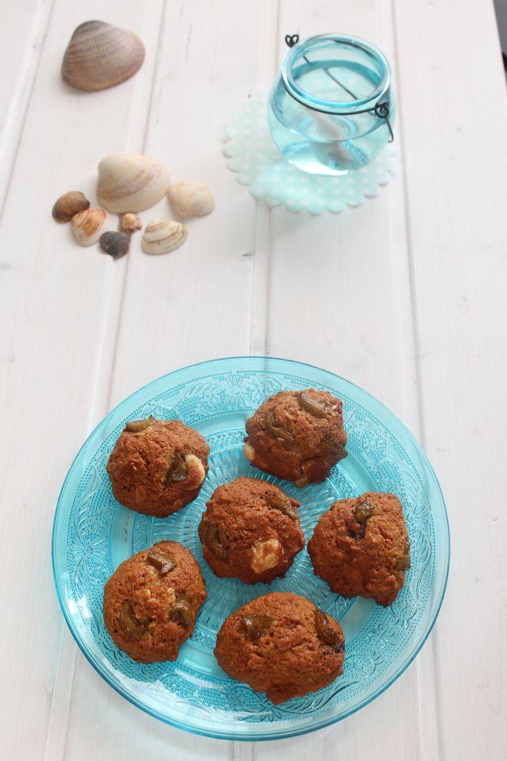 Rhubarb and two chocolate cookies