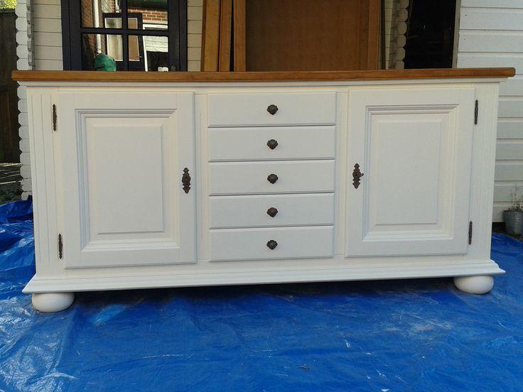 wit landelijk dressoir met een matte uitstraling