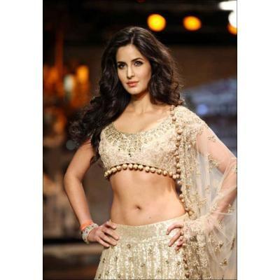 Katrina kaif navel show in saree