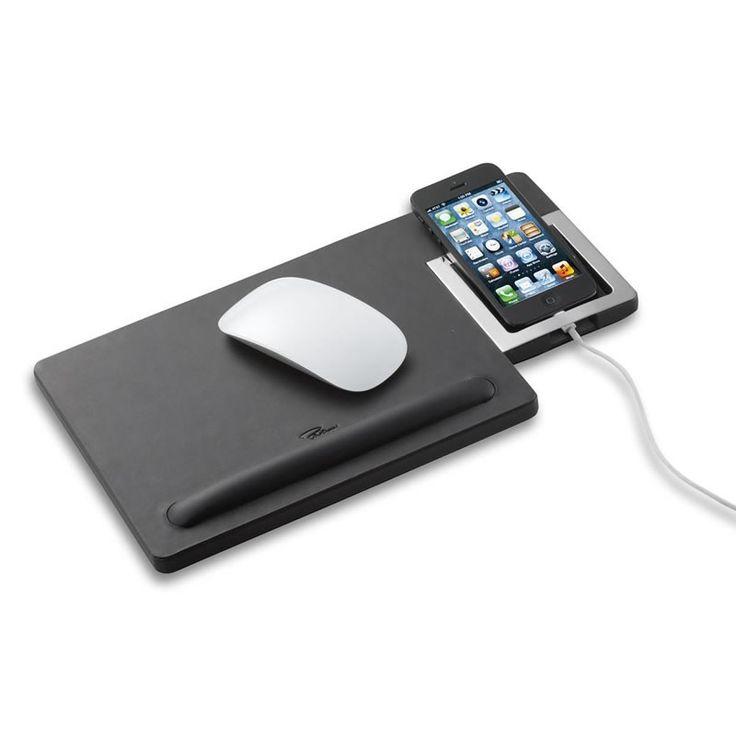 Μια καινοτομία η οποία όμως μας βοηθά να εργαζόμαστε και ταυτοχρόνως να έχουμε σε μία ασφαλή θέση το κινητό, δίπλα μας. Δερμάτινο με απαλή υφή σε μαύρο χρώμα.