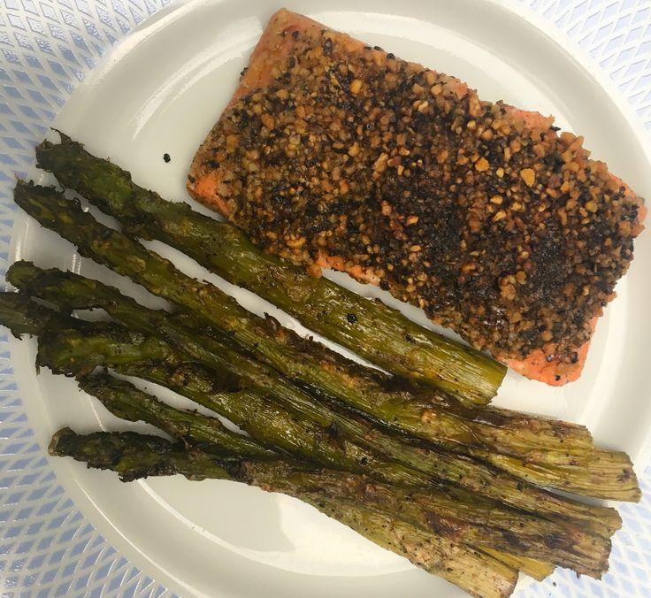 Wilde zalm | Cajun kruiden | Groene asperges | Limoensap | Knoflook | Lemon pepper and the aspargus loved it.....