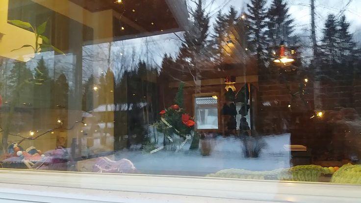 by itu Joulumyynti 02.12.2017 - tonttu kurkkii