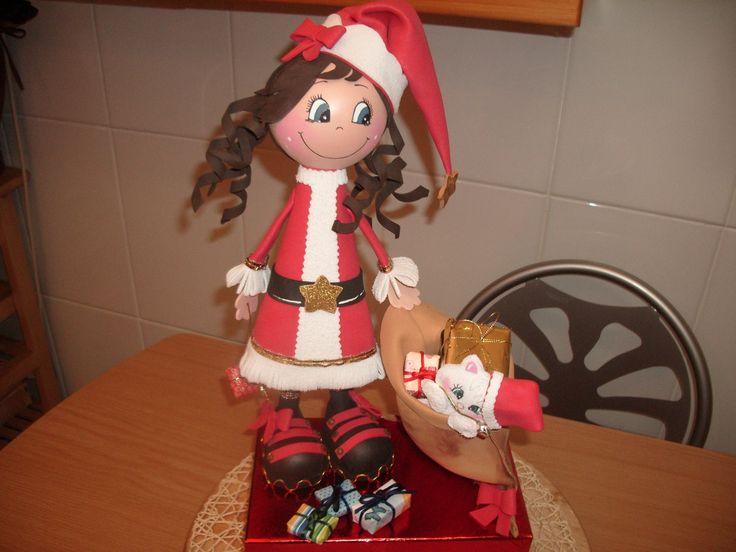 SUSCRIBETE : http://goo.gl/Jypr8a Esta fofucha es una Mama Noel hecha con goma eva, esta muñeca va acompañada de una gatita dentro del saco de los regalos, p...