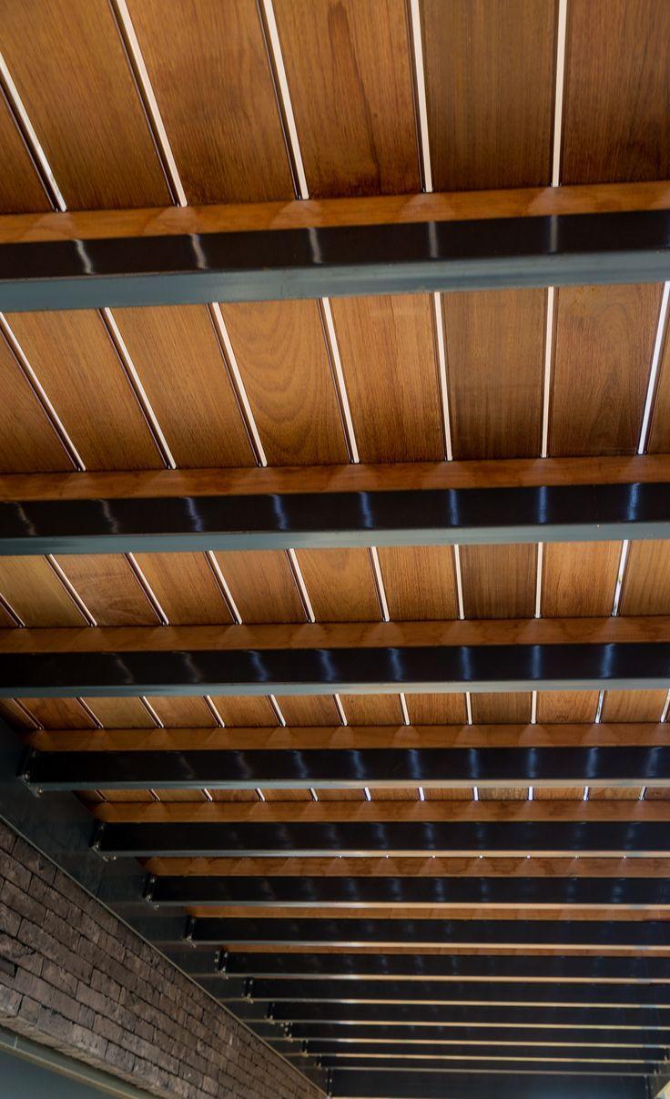 Structure de terrasse en IPE sur lambourdes en acier poudré