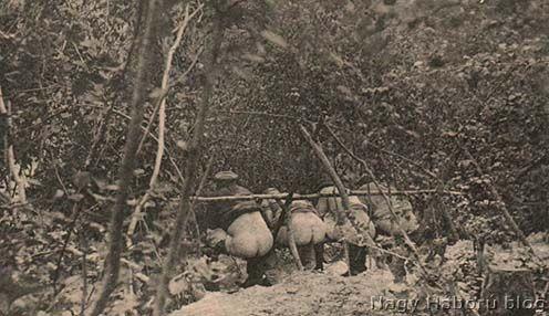 Szükségüket végző katonák valahol az első világháború idején