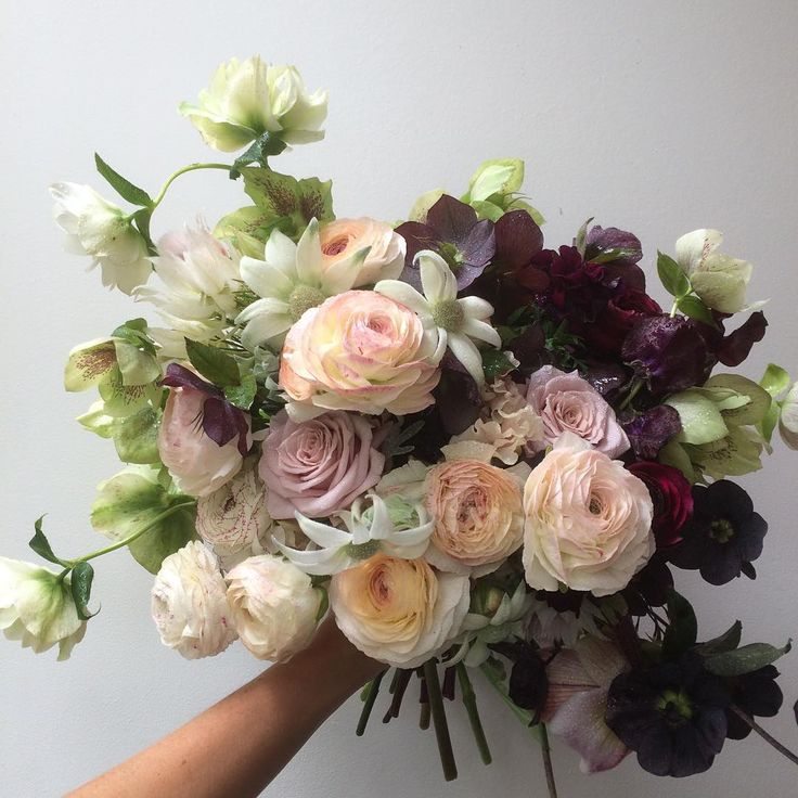 best  ranunculus wedding flower arrangements ideas on, Beautiful flower